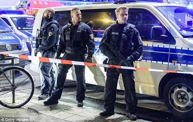 ataque-terrorista-hacha-trenes-12