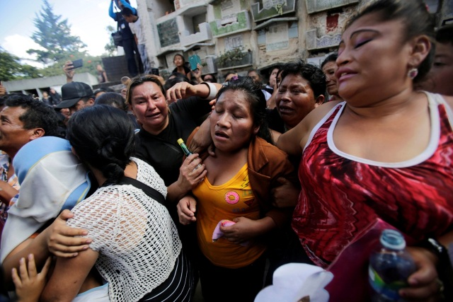 REFILE - CORRECTING CAPTIONA woman cries during the funeral of Madelin Patricia Hernandez, a victim of a fire at the Virgen de Asuncion children shelter, at the cemetery in Guatemala City, Guatemala, March 10, 2017. REUTERS/Saul Martinez