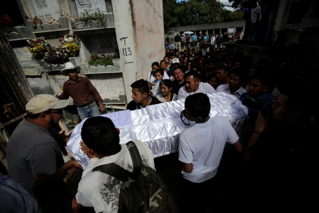 REFILE - CORRECTING CAPTIONFriends and family carry the coffin of Madelin Patricia Hernandez, a victim of a fire at the Virgen de Asuncion children shelter, at the cemetery in Guatemala City, Guatemala, March 10, 2017. REUTERS/Saul Martinez
