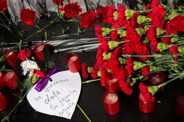 """A heart-shaped message, that reads in Spanish """" We love you Lola, your family misses you"""", is placed next to flowers outside Atocha station on the 13th anniversary of the attacks in Madrid, Spain, March 11, 2017. REUTERS/Sergio Perez"""