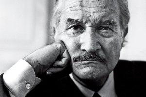 """Crónicas de la """"diplomacia"""" roja: El día que Carlos Fuentes llamó a Chaderton """"bufón del bufón"""""""
