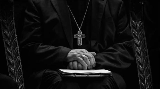 iglesia sacerdote