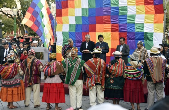 Bolivian President Evo Morales (C), Vice-President Alvaro Garcia Linera (L) and the Minister of the Presidency Rene Martinez take part in an Andean ritual performed at a square in La Paz on March 21, 2017 as Morales's government submitted its response to a counter-suit filed by Chile at the International Court of Justice (ICJ), the latest legal wrangling in landlocked Bolivia's long-standing struggle to regain access to the Pacific Ocean. The two countries, currently locked in a bitter border dispute at the ICJ, severed diplomatic ties in 1978 and have a beef dating back to the War of the Pacific in the 19th century, when Bolivia lost its access to the sea to Chile. / AFP PHOTO / Aizar RALDES