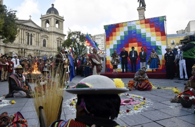Bolivian President Evo Morales (C on stage), Vice-President Alvaro Garcia Linera (L) and the Minister of the Presidency Rene Martinez attend Andean rituals performed at a square in La Paz on March 21, 2017 as Morales's government submitted its response to a counter-suit filed by Chile at the International Court of Justice (ICJ), the latest legal wrangling in landlocked Bolivia's long-standing struggle to regain access to the Pacific Ocean. The two countries, currently locked in a bitter border dispute at the ICJ, severed diplomatic ties in 1978 and have a beef dating back to the War of the Pacific in the 19th century, when Bolivia lost its access to the sea to Chile. / AFP PHOTO / Aizar RALDES