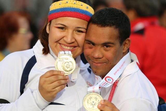 1 A Fernandez y Luis Ladera muestran sus medallas