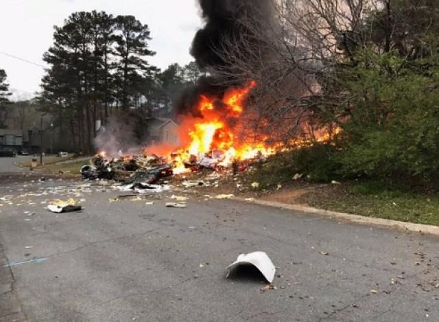 La avioneta impactó contra una vivienda en la ciudad de Georgia, EE.UU. Foto: @amy_gravley