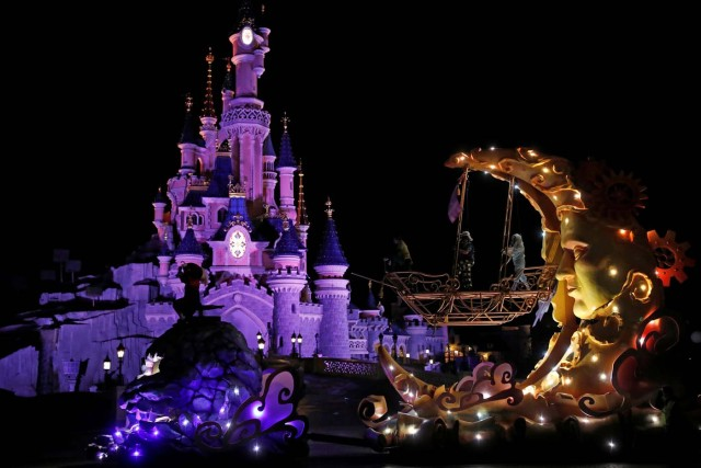 The Discover Imagination's Peter Pan Char is seen during a rehearsal for the Disney Stars on Parade, the new parade to celebrate the 25th anniversary of the park, on Plaza Garden in Disneyland Paris in Marne-la-Vallee, near Paris, France, March 21, 2017. Picture taken March 21, 2017.  REUTERS/Benoit Tessier