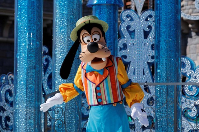 Disney characters Goofy attends the 25th anniversary of Disneyland Paris at the park in Marne-la-Vallee, near Paris, France, March 25, 2017. REUTERS/Benoit Tessier
