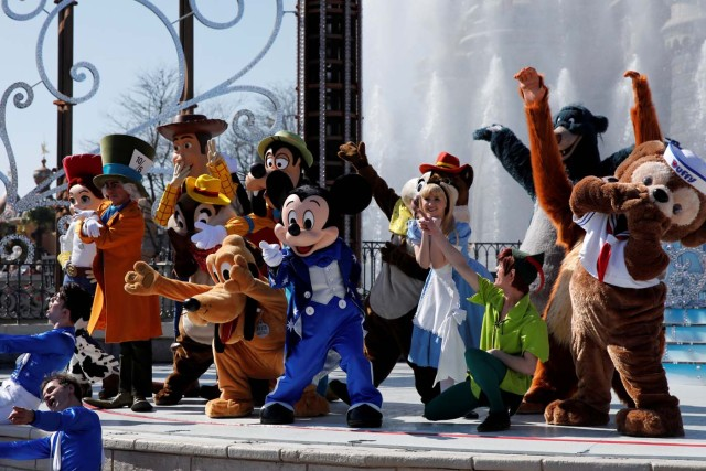 Disney characters attend the 25th anniversary of Disneyland Paris at the park in Marne-la-Vallee, near Paris, France, March 25, 2017. REUTERS/Benoit Tessier