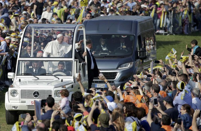 Pope Francis waves to the faithful from the popemobile as he arrives to celebrate Mass at Monza Park in Milan, Italy, March 25, 2017.   REUTERS/Max Rossi
