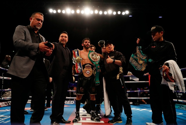 Britain Boxing - Jorge Linares v Anthony Crolla WBA World Lightweight Title - Manchester Arena - 25/3/17 Jorge Linares celebrates winning the fight with Promoter Oscar De La Hoya and his team Action Images via Reuters / Lee Smith Livepic EDITORIAL USE ONLY.