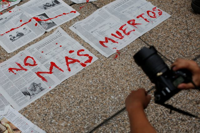 "Journalists and activist paint on news papers with fake blood during a protest against the murder of the Mexican journalist Miroslava Breach, outside the Attorney General's Office (PGR) in Mexico City, Mexico March 25, 2017. Papers reads with fake blood ""No More Deaths"" REUTERS/Carlos Jasso"
