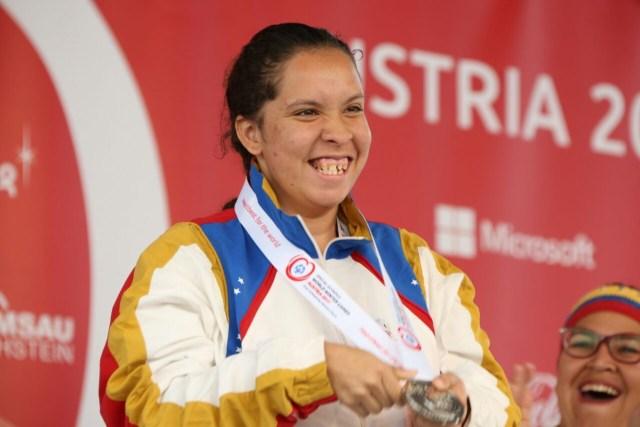 2.-Anthonella Delgado con medalla plata