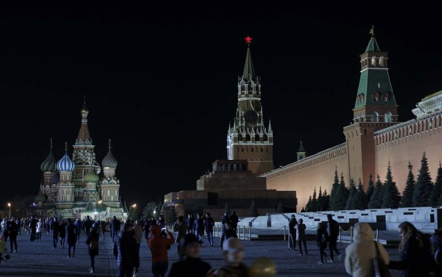 A view shows the St. Basil's Cathedral (L) and the Kremlin wall, before the lights were switched off for Earth Hour in Red Square in central Moscow, Russia, March 25, 2017. REUTERS/Maxim Shemetov