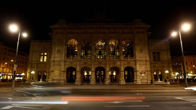 The State Opera house (Staatsoper) is seen after the lights were switched off for Earth Hour in Vienna, Austria, March 25, 2017. REUTERS/Leonhard Foeger