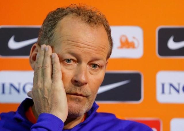 Danny Blind en una conferencia de prensa en Sofia, Bulgaria , Marzo 24 2017. El entrenador de la selección holandesa de fútbol Danny Blind fue despedido el domingo, a menos de 24 horas de que la derrota 2-0 en Bulgaria dejara al equipo en el cuarto lugar del Grupo A de la eliminatoria mundialista europea. REUTERS/Laszlo Balogh