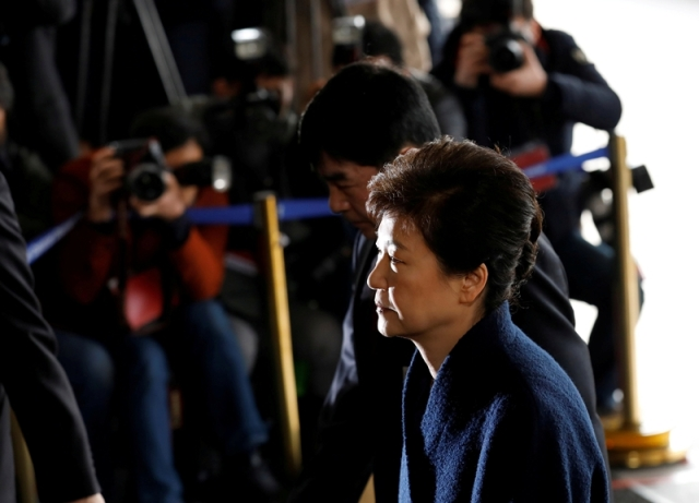 FILE PHOTO: South Korea's ousted leader Park Geun-hye arrives at a prosecutor's office in Seoul, South Korea, March 21, 2017.  REUTERS/Kim Hong-Ji/File Photo