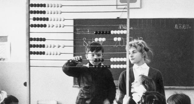 Clase de matemáticas en Breslavia, Polonia, en 1960.  CLAUDE JACOBY GETTY IMAGES