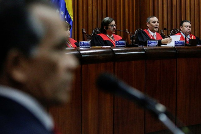 Venezuela's Supreme Court President Maikel Moreno (2nd R) talks to the media during a news conference, next to Venezuela's Supreme Court First Vice President Indira Alfonzo (3rd R) and Venezuela's Supreme Court Second Vice President Juan Mendoza (R), in Caracas, Venezuela March 27, 2017. REUTERS/Marco Bello