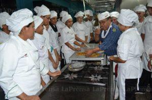Guaros se convierten en chef para emigrar