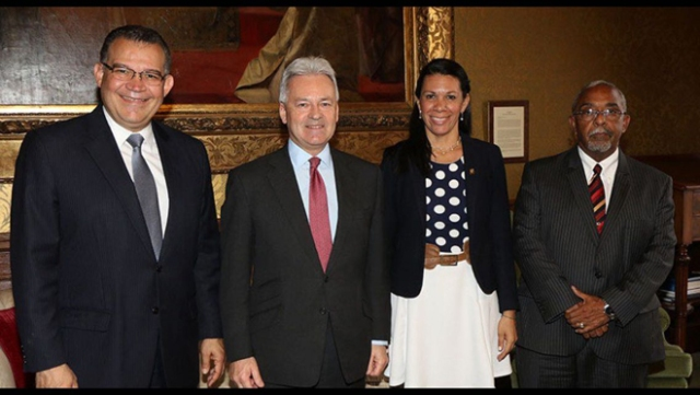 Junto a Alan Duncan Vice Min de Relaciones exteriores Reino Unido