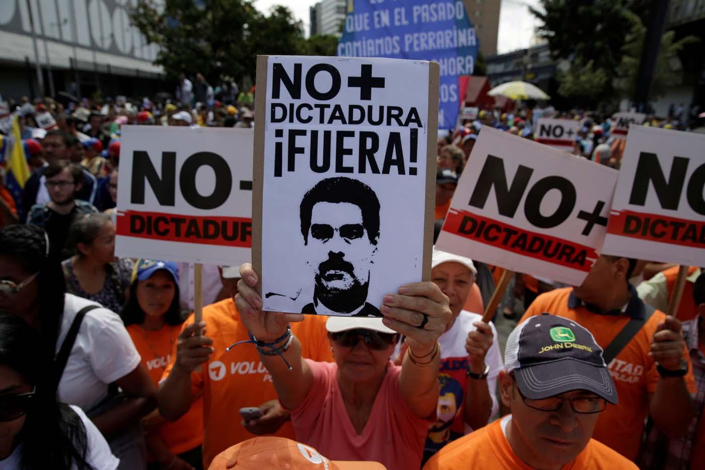 protesta marcha fuera dictadura - LaPatilla.com
