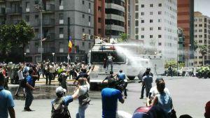 Siete PNB lesionados adyacente a la edificación de la GMVV en la Avenida Libertador