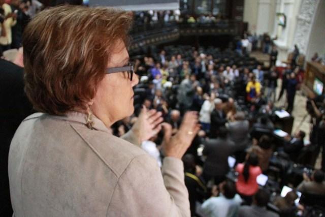 Alcaldesa (E) Helen Fernandez en la AN (1)