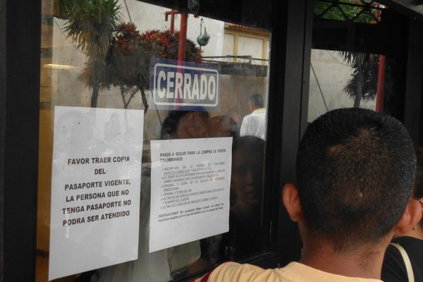 Las casas de cambio en Cúcuta exigen a las personas el pasaporte vigente venezolano para obtener los pesos. (Foto/JGH)