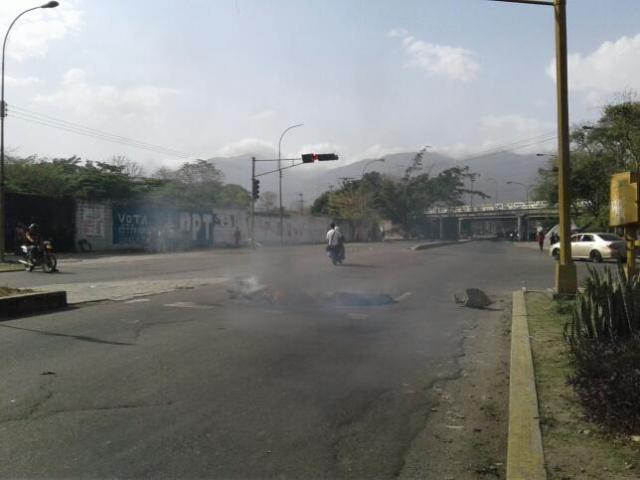 Manifestantes en las inmediaciones de la Universidad de Carabobo. Foto: Andrés Abreu
