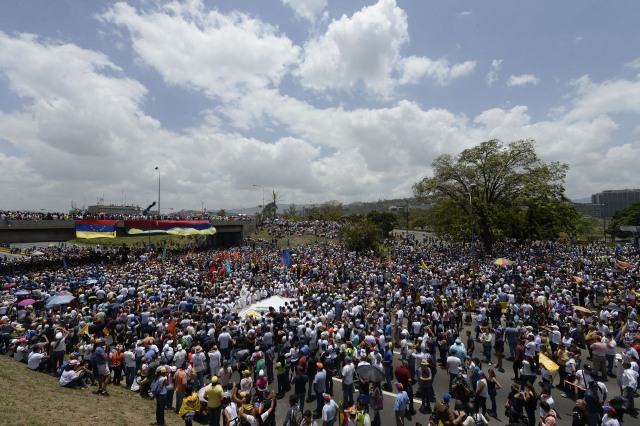Venezuelan opposition activists gather to protest against the government of President Nicolas Maduro on April 6, 2017 in Caracas. The center-right opposition vowed fresh street protests -after earlier unrest left dozens of people injured - to increase pressure on Maduro, whom they blame for the country's economic crisis. / AFP PHOTO / FEDERICO PARRA