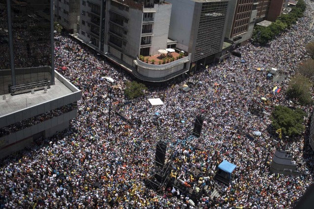 "Thousands of demonstrators protesting against President Nicolas Maduro's government march in Caracas on April 8, 2017. The opposition is accusing pro-Maduro Supreme Court judges of attempting an internal ""coup d'etat"" for attempting to take over the opposition-majority legislature's powers last week. The socialist president's supporters held counter-demonstrations on Thursday, condemning Maduro's opponents as ""imperialists"" plotting with the United States to oust him. / AFP PHOTO / CARLOS BECERRA"