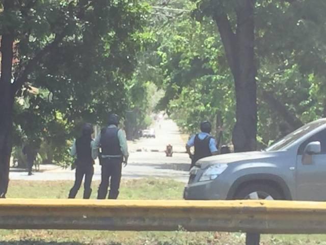Foto: rotestan en la autopista del Este a la altura de Mañongo en Carabobo / Randolfo