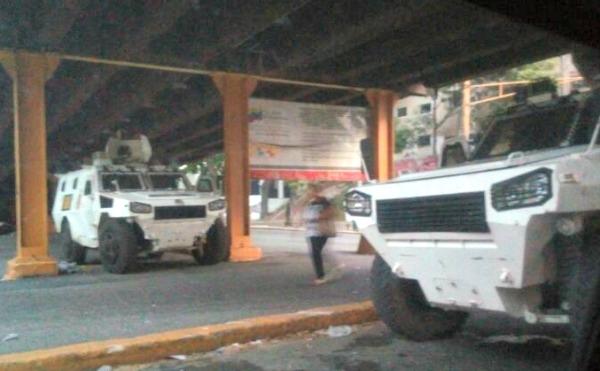 Foto: Registran fuerte presencia de la GNB y PNB en varios puntos de Caracas (Fotos)