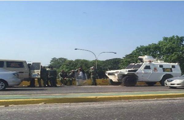 Foto: Reportan presencia de tanquetas en el distribuidor El Trigal en Valencia