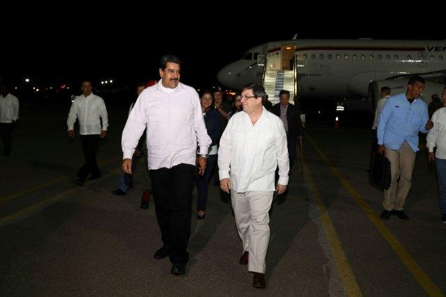 Maduro fue recibido anoche en La Habana por el canciller cubano (Foto Reuters)