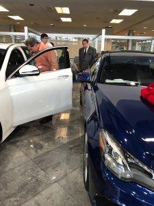 """Pillaron a Escarrá """"babeado"""" en un concesionario Mercedes Benz en Miami (FOTOS)"""