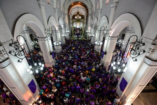 Los chavistas ingresaron a la Basílica Santa Teresa y sabotearon la misa