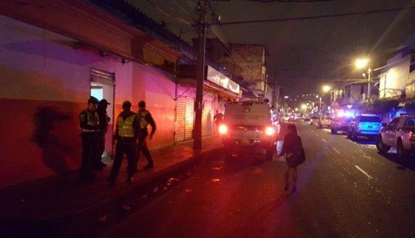 En el interior de un bar, en el barrio El Callejón, fue asesinado un hombre de nacionalidad venezolana y heridos otros dos, en Cúcuta, Norte de Santander. (Foto/ Cortesía Diario La Opinión)