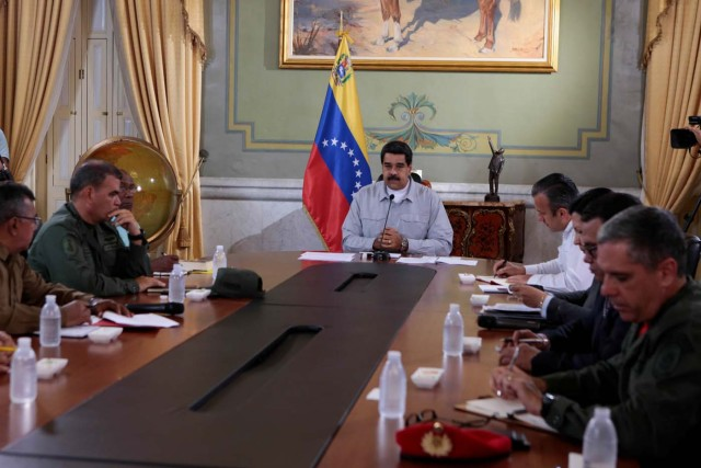 Venezuela's President Nicolas Maduro (C) speaks during a meeting with ministers at Miraflores Palace in Caracas, Venezuela April 16, 2017. Miraflores Palace/Handout via REUTERS.   ATTENTION EDITORS - THIS PICTURE WAS PROVIDED BY A THIRD PARTY. EDITORIAL USE ONLY.