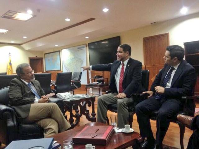 El presidente de la Comisión de Política Exterior del Parlamento venezolano, diputado Luis Florido, se reunió la noche de este lunes con ministro de Defensa de Brasil, Raúl Jungmann. Prensa Luis Florido