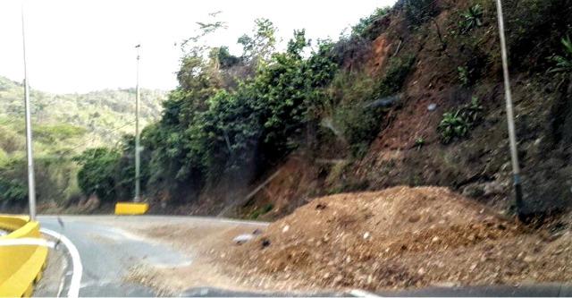 Foto: Montículo de arena en la carretera Panamericana