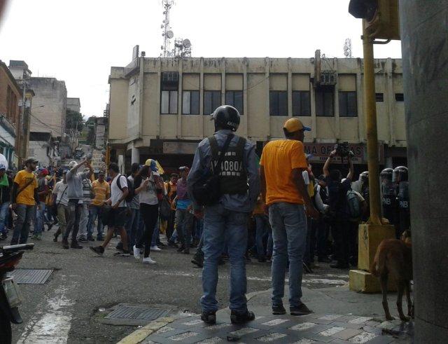 Foto: Con ballena y bombas lacrimógenas reprimen la manifestación en Táchira