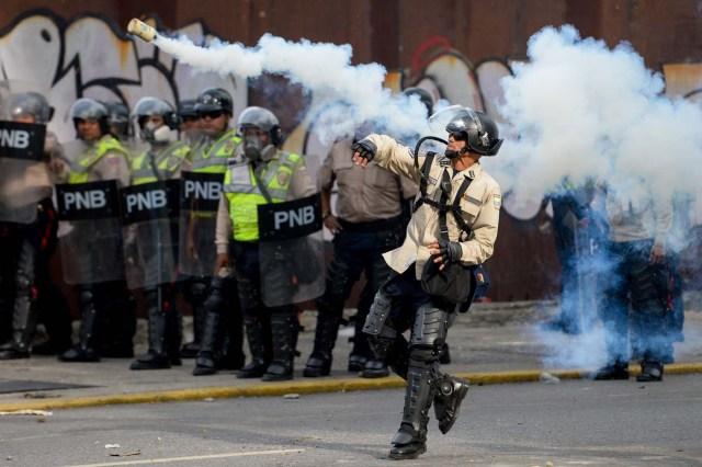 Represión durante marcha del 19A (Foto AFP / FEDERICO PARRA)