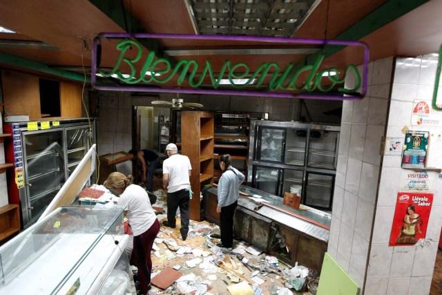 Un negocio saqueado en el Paraíso durante disturbios en  Caracas, Venezuela April 20, 2017. REUTERS/Christian Veron