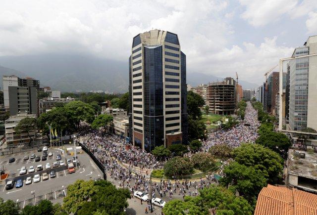 Opposition supporters rally against Venezuela's President Nicolas Maduro in Caracas, Venezuela April 20, 2017. REUTERS/Marco Bello