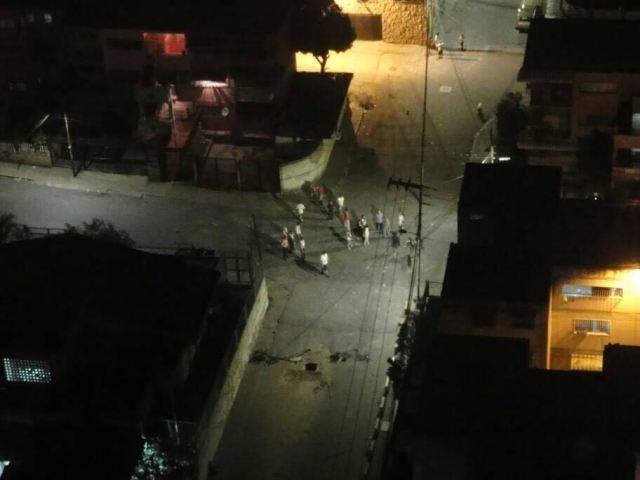 Paramilitares y GNB generan tensa situación en El Valle tras fuerte cacerolazo. Foto: Cortesía