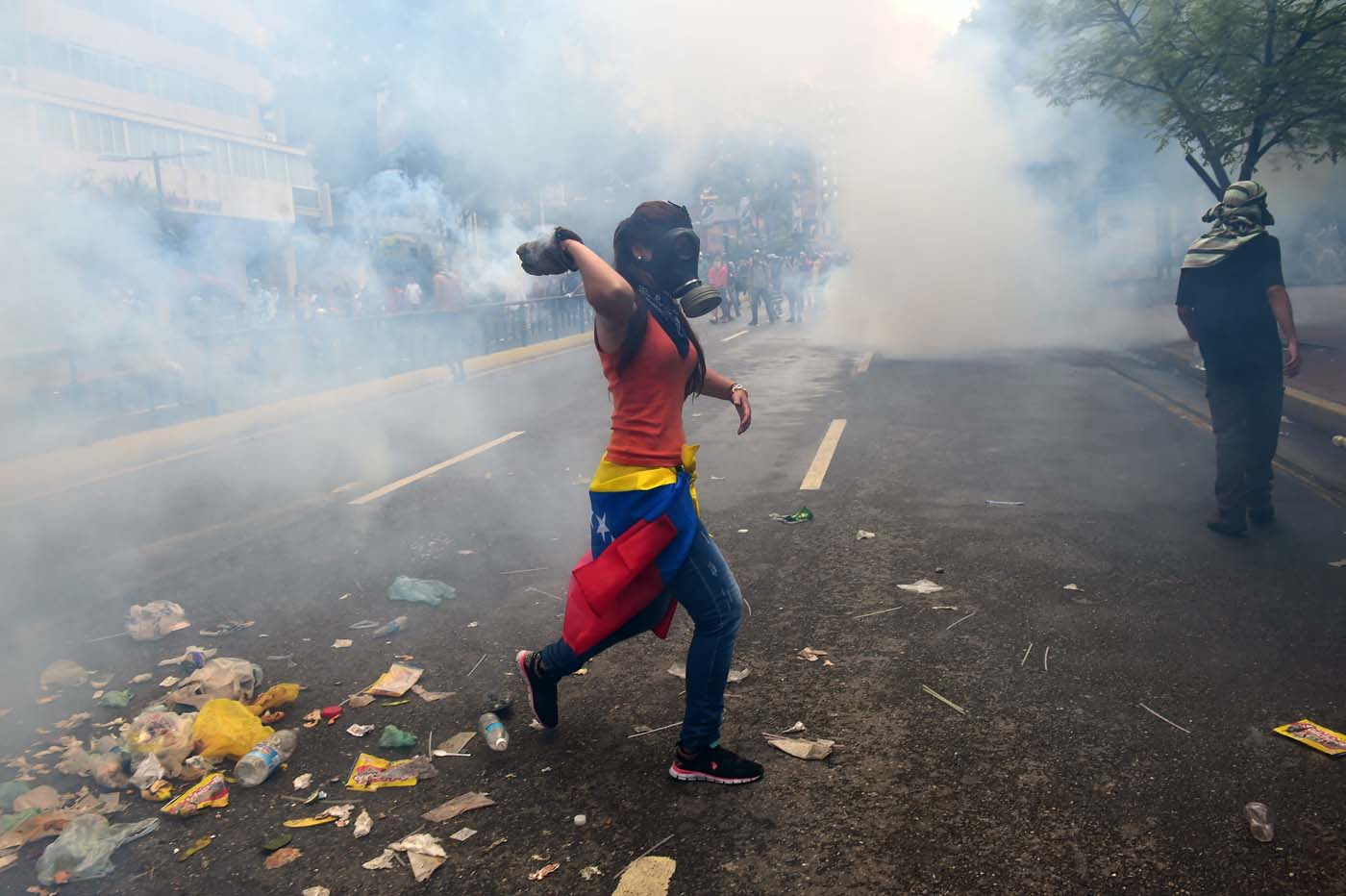 Veinte muertos dejan tres semanas de violentas protestas en Venezuela