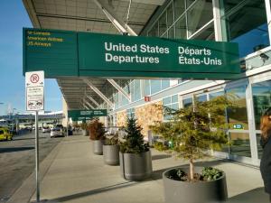 La mayor aerolínea de Medio Oriente reduce vuelos a EE UU