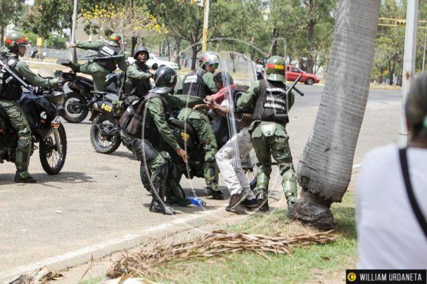 En el estado Bolívar el 19 de abril los cuerpos de seguridad detuvieron a 101 personas, en su mayoría jóvenes